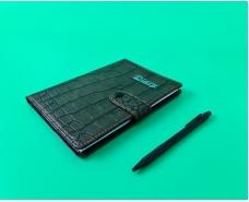 Блокнот в клетку 100 листов 13см*18см c ручкой на кнопке. №1414-36К (1 шт)